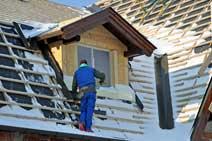 Dacheindeckung beim Dachfenster.