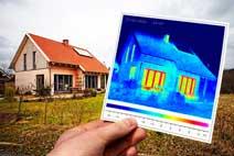 Wärmebild: Energieverlust durch ungedämmte Fenster